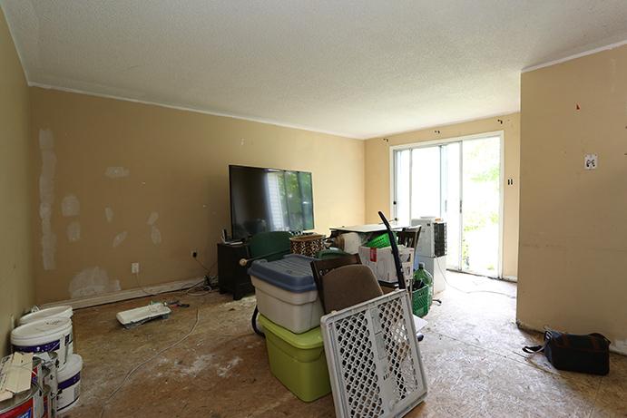 Hickling - Livingroom - Before Renovation