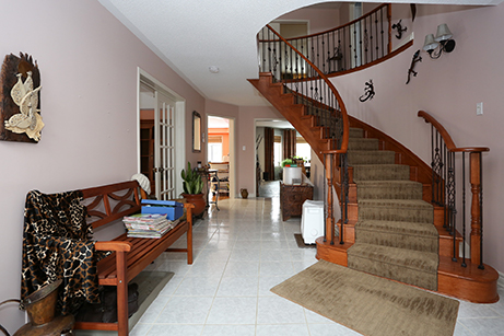 Cityview -family room - Before renovation