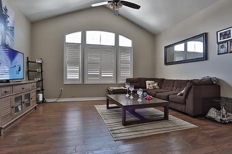 countrylane livingroom before renovation
