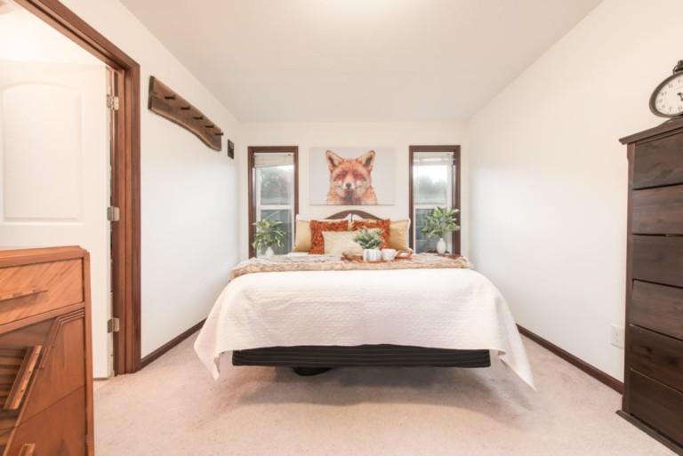 1007Racoon_Gravenhurst-Mobile-Home-Bedroom