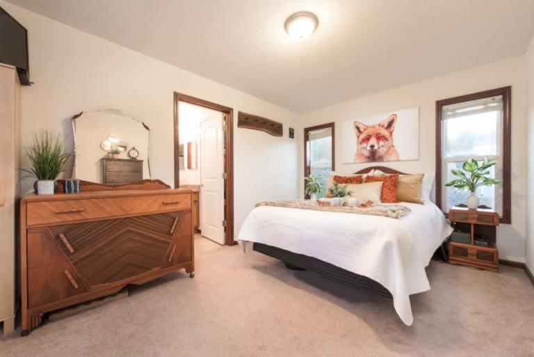 1007Racoon_Gravenhurst-Trailer-Bedroom