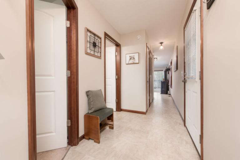 1007Racoon_Gravenhurst-Trailer-Home-Hallway