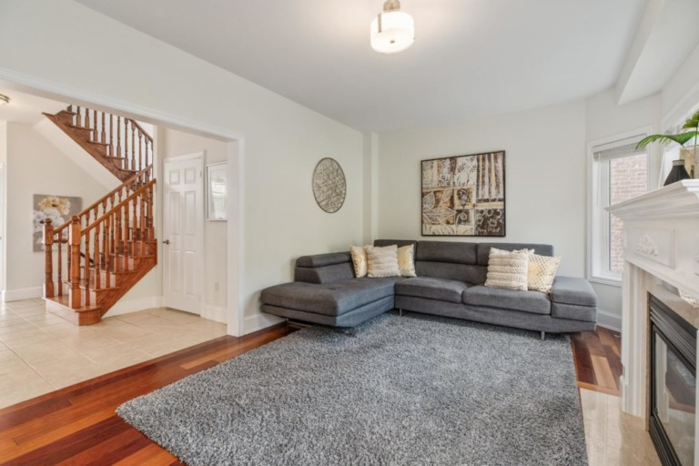 34-Pinecliff-Cres-15-Family-Room