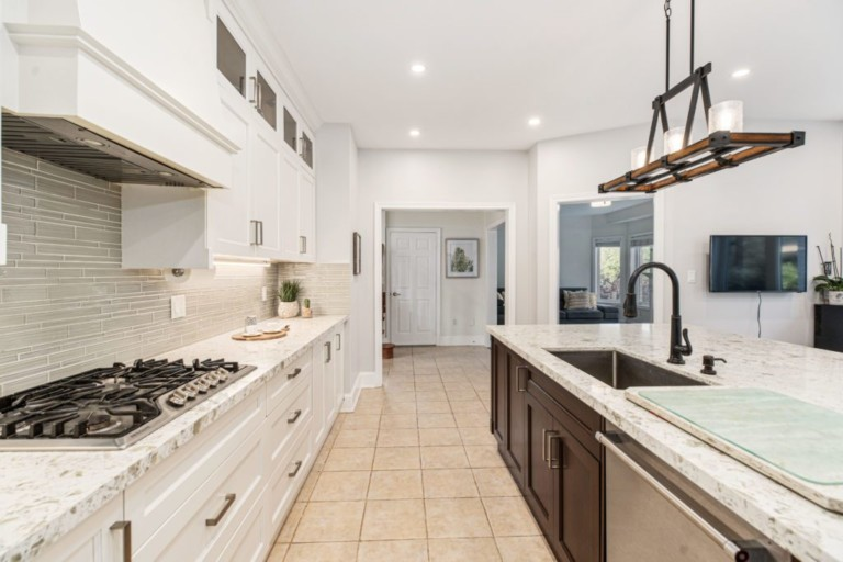 34-Pinecliff-Cres-Beautiful-Kitchen
