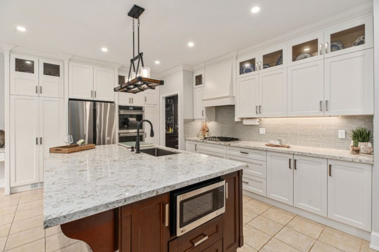 34-Pinecliff-Cres-Beautiful-Kitchen-Area