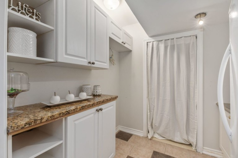 34-Pinecliff-Cres-Beautiful-Space