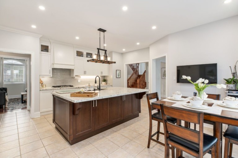 34-Pinecliff-Cres-Eat-In-Kitchen