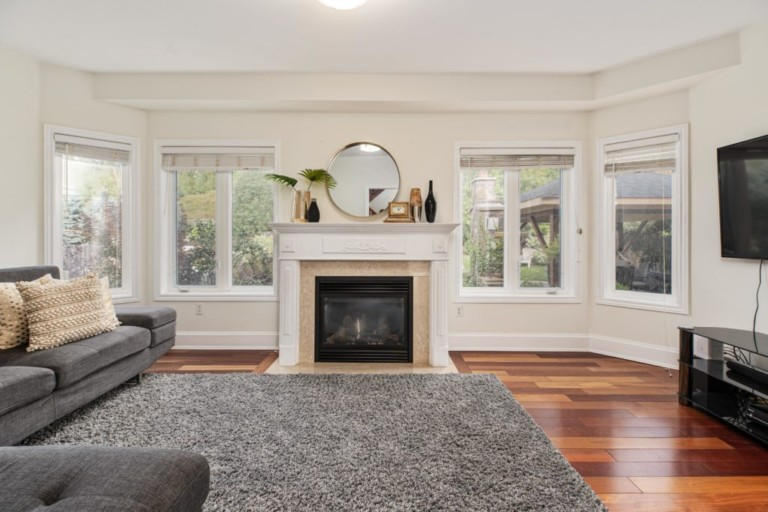 34-Pinecliff-Cres-Family-Room