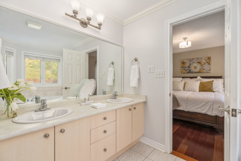 34-Pinecliff-Cres-Master-Bathroom