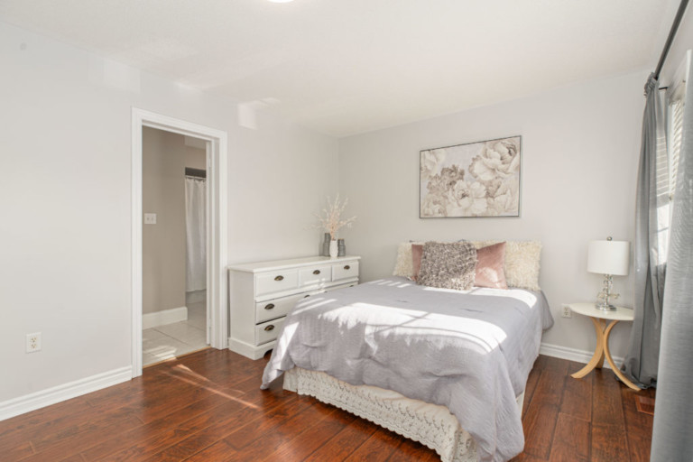 34-Pinecliff-Cres-White-Wall-Bedroom
