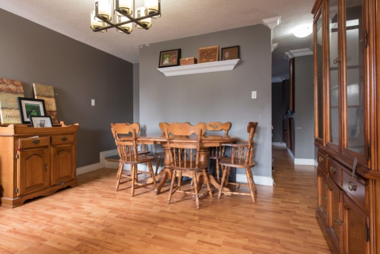 79Scott_Barrie-Dining-Area