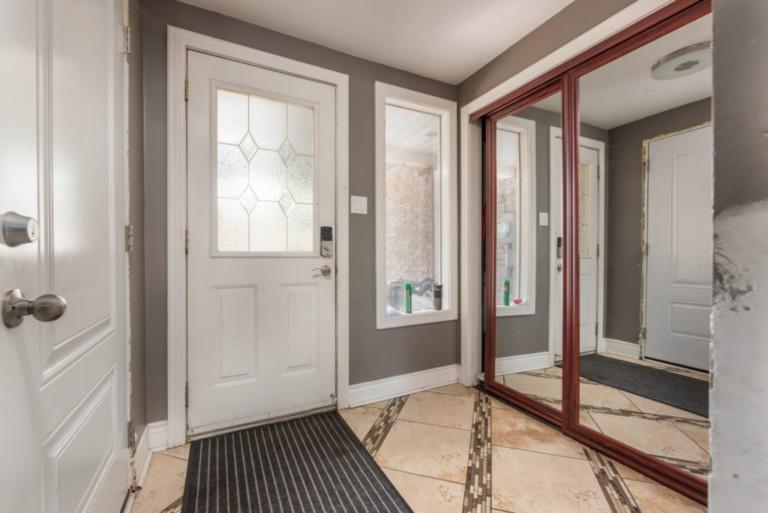 79Scott_Barrie-Foyer