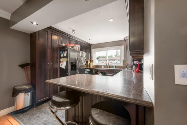 79Scott_Barrie-Kitchen