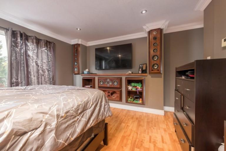 79Scott_Barrie-Masters-Bedroom