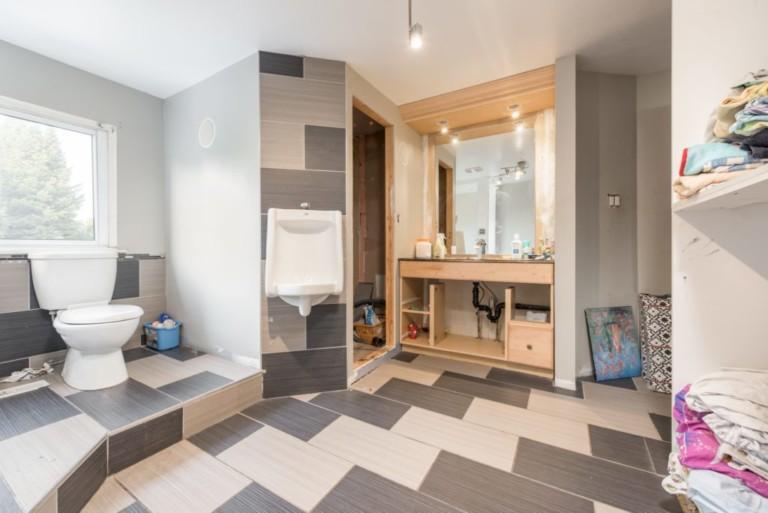 79Scott_Barrie-Second-Floor-Bathroom